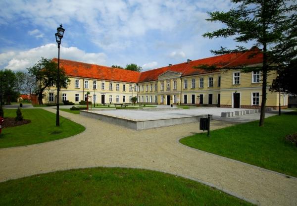 Odtworzenie historycznej stolarki okiennej w trzebiatowskim pałacu